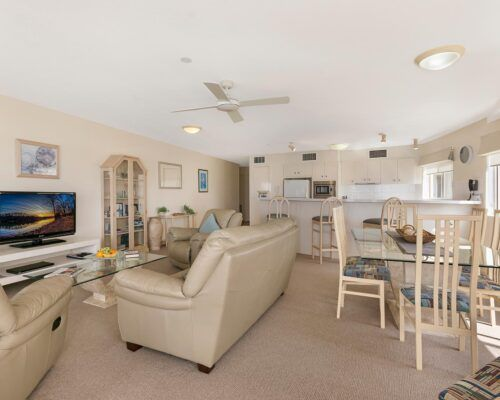Queensland-Golden-Beach-Riviere-Room-3-BR-Apartment (2)